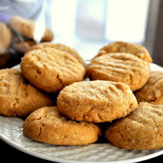 Soft and Crunchy Peanut Butter Cookies