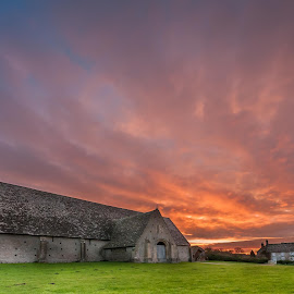 Great Cowell Barn at sunrise by Darren Whiteley - Buildings & Architecture Other Exteriors ( colour, barn, oxfordshire, coxwell barn, sunrise )