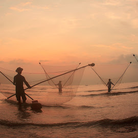 Working in dawn - VIET NAM by Tuấn Anh - People Professional People ( water, work, sky, dawn, sea, beach, landscape )