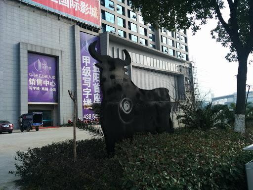 太古城黑牛雕塑