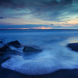 Glagah Beach by Kin Aryo Paluphi - Landscapes Beaches