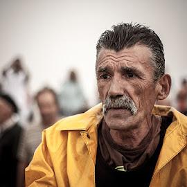 Banheiro by Joel Calheiros - People Portraits of Men