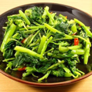Easy Thai Stir-Fried Spinach