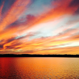 Sunset over Lake by Tyrell Heaton - Instagram & Mobile iPhone ( no photoshop, sunset, lake, iphone, natural beauty )