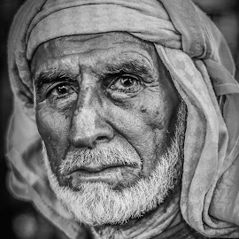 look into not just look at  by Jr. Marina - People Portraits of Men ( natural light, ambient light, middle eastern, old, black and white, men, portrait, aged )