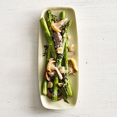Asparagus with Chanterelles and Hazelnuts