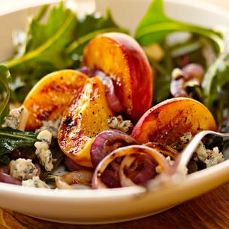 Grilled Peaches, Gorgonzola and Dandelion Greens Recept | Yummly