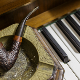 Music and smoke by Cesare Morganti - Artistic Objects Musical Instruments ( music, piano, still life, pipe, smoke )
