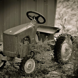 John Deer by Jeremy Solesbee - Transportation Other ( picasa, montana, fiona, road, trip, kristen )