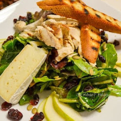 Organic Mixed Green Salad with French Baguette