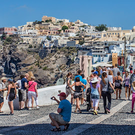 Great place for a photo by Vibeke Friis - People Street & Candids ( town on hill, view, people, santorini, crowd, humanity, society,  )