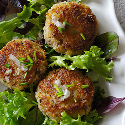Summer Crab Cakes on Baby Mixed Greens with Lemon Vinaigrette