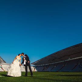 Torcida Wedding Couple by Antonio Miše - Wedding Bride & Groom ( torcida, wedding, hajduk, split, poljud, dalmatia, miše, photography )