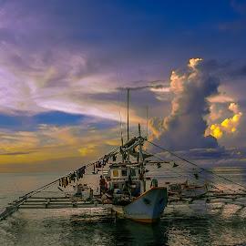 Entourage by Karen Lee - Transportation Boats