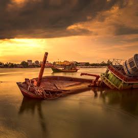Sunken Warrior by DrPyan Mohd Nor - Transportation Boats ( mohamad zaid, nics visual, rizal zawawi, karlidz, zainy zinie )