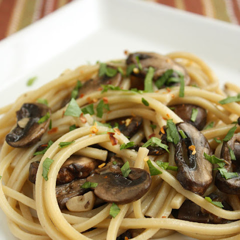 Spaghetti with Mushrooms, Garlic and Oil
