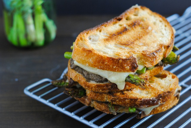 Mushroom Duxelles & Asparagus Grilled Cheese Recept | Yummly
