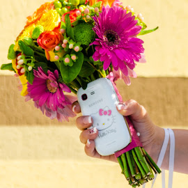 Bridal bouquet by Dan Orsa - Wedding Details ( bouquet, bridal, wedding, cellphone, flowers )