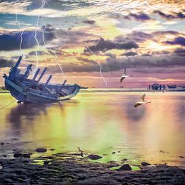Perahu Retak by Joni Trisongko - Transportation Boats