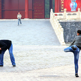 Great pose by Leong Jeam Wong - People Street & Candids ( pose, photographer, dance, photography )