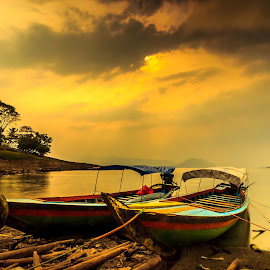 Rest Before Sunset by Anjar Wisnubroto - Transportation Boats ( water, jatiluhur, waterscape, indonesia, sunset, boats, long exposure, lake, perahu, landscape, purwakarta )