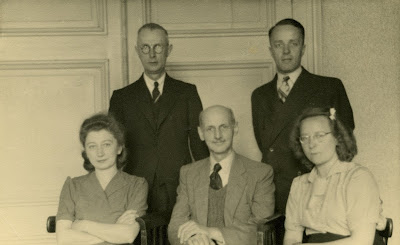 Otto Frank and the four helpers, August 1945. Back: Johannes Kleiman and Victor Kugler. Front: Miep Gies, Otto Frank and Bep Voskuijl.