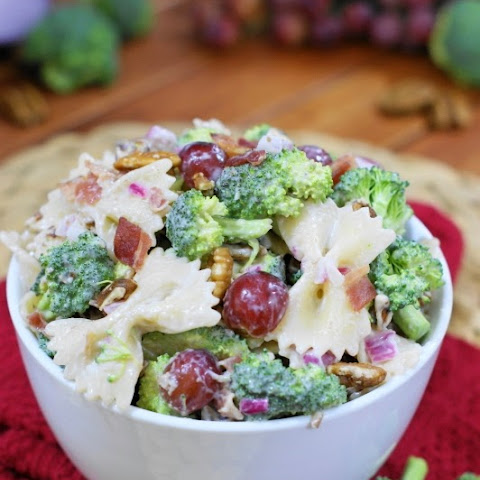 Broccoli Pasta Salad with Grapes