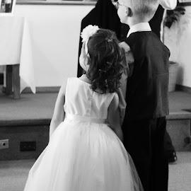 by Hannah Isenberg - Wedding Groups