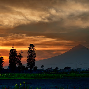 Sunshine and Popocatepetl by Cristobal Garciaferro Rubio - Landscapes Cloud Formations ( cholula, popo, mexico, puebla, popocatepetl, sunshine, sun )