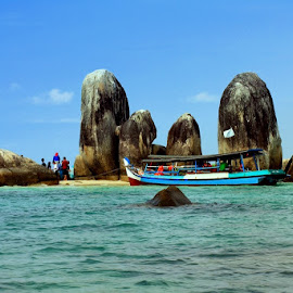 Pulau Batu Belitung Indonesia by Syafriadi S Yatim - Landscapes Beaches ( #belitung #batu_granit raksasa #pantai yang indah #pantai dan pasir putih, #indonesia )