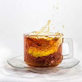Lemon tea by Vibeke Friis - Food & Drink Alcohol & Drinks ( lemon slice, splash, tea, teacup )