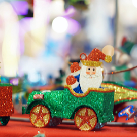 Green car with driver Santa by Alice Chia - Artistic Objects Toys (  )