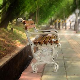 Please sit down by Tedjo Baskoro - Artistic Objects Furniture