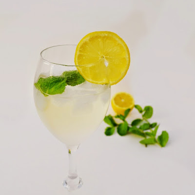 Prosecco, Elderflower & Mint Cocktail