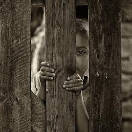 curiosity by Nicoleta Paunas - Babies & Children Child Portraits ( black and white, curiosity, children )