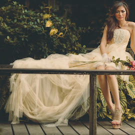 Kartika Nurmalia S in Wedding Dress by Putro Asta Nagara - Wedding Bride