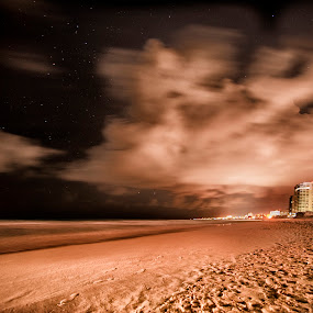 SEa shore  at midnight by Cristobal Garciaferro Rubio - Landscapes Beaches