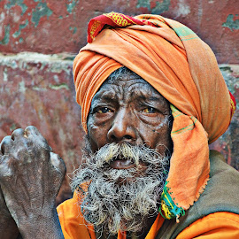 The reluctant watcher... by Arnab Bhattacharyya - People Portraits of Men