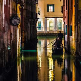 by Stephen Bridger - City,  Street & Park  Night ( venezia, gondola, europe )