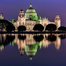 Victoria Memorial at twilight by Arindam Chakrabarty - Buildings & Architecture Public & Historical ( memorial, waterscape, nught, twilight, historical )