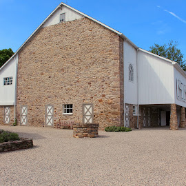 Stone Barn by Sue Delia - Buildings & Architecture Other Exteriors ( farm, barn, stone, pennsylvania,  )