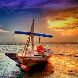 boat in kenjeran beach by Herry (Himura Kenshin) - Transportation Boats