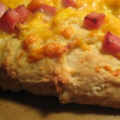 Eggs Benedict Breakfast Pizza