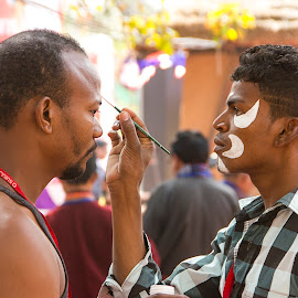 Getting Ready by Amit Aggarwal - People Musicians & Entertainers ( artists, stage performers, suraj kund, 2014, makeup, faridabad, entertainers, handi crafts mela, face art )
