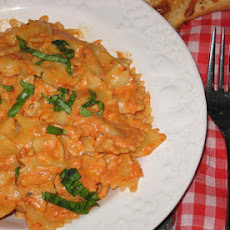 Bow Tie Pasta With Roasted Red Pepper and Cream Sauce
