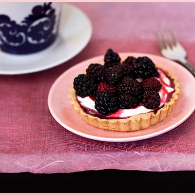 Blackberry and Vanilla-Flavored Mascarpone Tarts