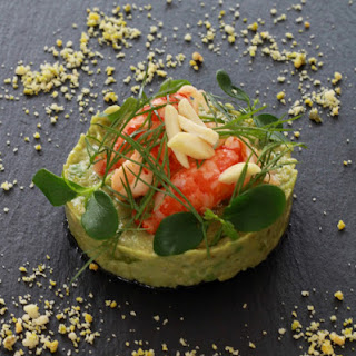 Avocado Treats with crayfish and nuts.