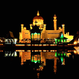 Night with Mosque Sultan Omar Ali by Nur Misnan - Buildings & Architecture Statues & Monuments ( islamic mosque, beautiful mosque, mosque omar ali )