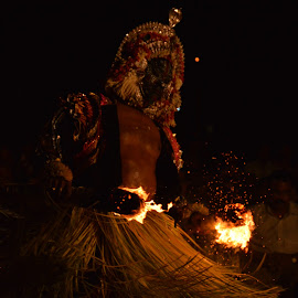 Spirit Worship in Karnataka, South India. by Vedant Acharya - News & Events Entertainment ( #fire, #spiritworship, #traditional, #ritualistic, #culture )