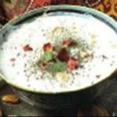Persian Cucumber Yogurt (Maast-O Khiyaar)